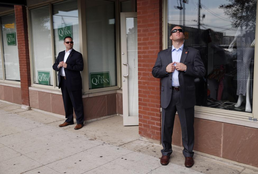 Secret Service agents keep watch as U.S. President Barack Obama visits a Pat Quinn campaign office in Chicago