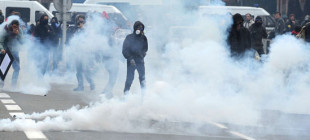 Fransa'da polisin gaz bombası kullanması yasak!