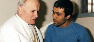 Ağca suikast düzenlediği Papa'nın mezarını ziyaret etti!