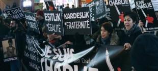 İstanbul ve Paris'te eş zamanlı 'Charlie Hebdo' anması!