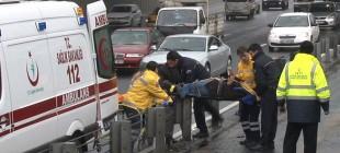 İki metrobüs çarpıştı 3 kişi yaralandı!