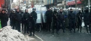 Liseliler kartopu attı polis plastik mermi sıktı!
