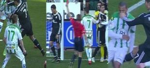 Ronaldo rakibine yumruk attı!