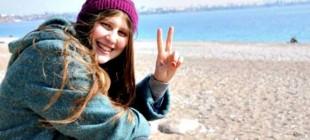 """PYD'ye katılan """"Kırmızı Fularlı Kız""""ın annesi HDP'den aday"""