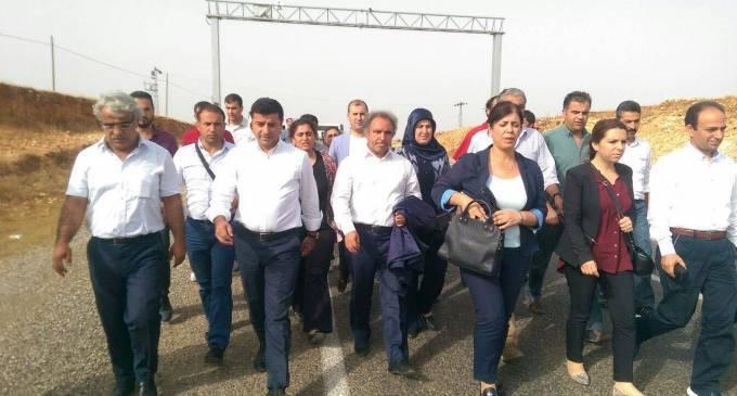 AKP, çatışmasızlık sürecinde yitirdiği tüm siyasi ve askeri inisiyatifi geri almak için HDP'nin en fazla oy aldığı ilçelere dönük operasyonlar başlattı.