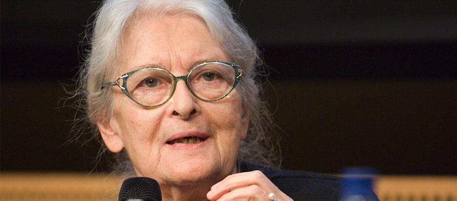 """""""Felsefenin bilge annesi"""" olarak bilinen Prof. Dr. Ioanna Kuçuradi, geçtiğimiz günlerde özgürlük, tabu, felsefe ve Türkiye'nin eğitim sistemi hakkında önemli açıklamalarda bulundu."""