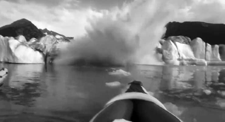 Alaska'da buzul kırılarak suya düştü, kanocular ölümden döndü