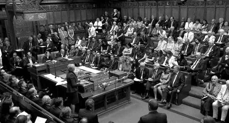 Britanya'da kraliçe parlamentonun askıya alınmasını onayladı