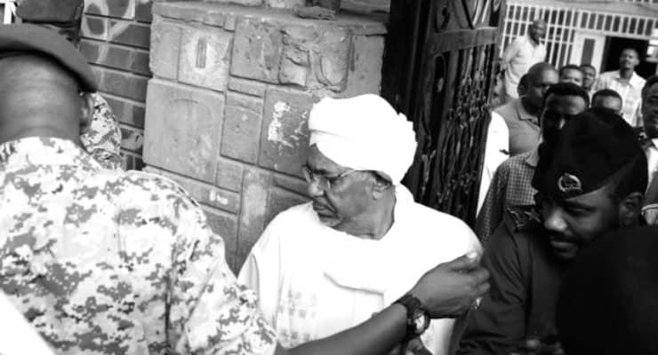 El Beşir, yolsuzluk davasında hakim karşısına çıktı