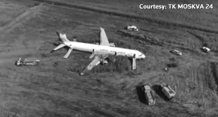 Rusya'da yolcu uçağı martı sürüsüne çarptı, mısır tarlasına indi: 55 yaralı
