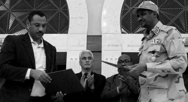 Sudan'ı askeri yönetimden çıkaracak anayasa anlaşması imzalandı