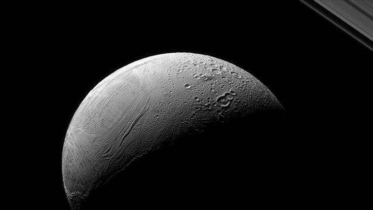 Enceladus desenlerinin sırrı çözüldü