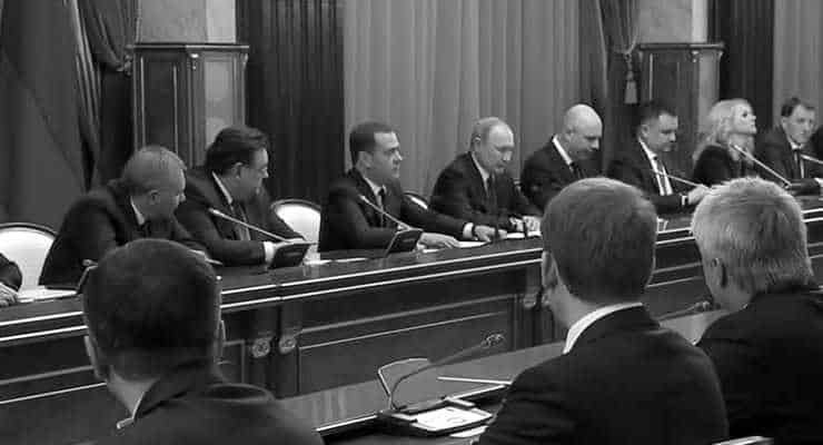 Putin'e anayasa değişikliği yolunu açmak için Rusya hükümeti istifa etti