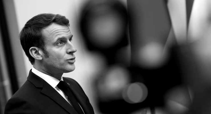 Macron Covid-19'a yakalandı