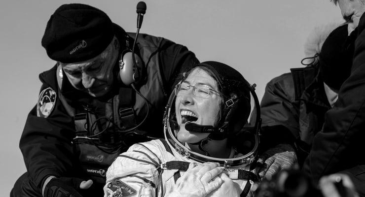 Uzayda en uzun süre kalan kadın 328 günün ardından dünyaya döndü