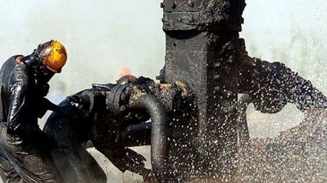 """Petrol devleri """"Üretim keseceğiz"""" diyor, Meksika payına düşeni kabul etmiyor"""