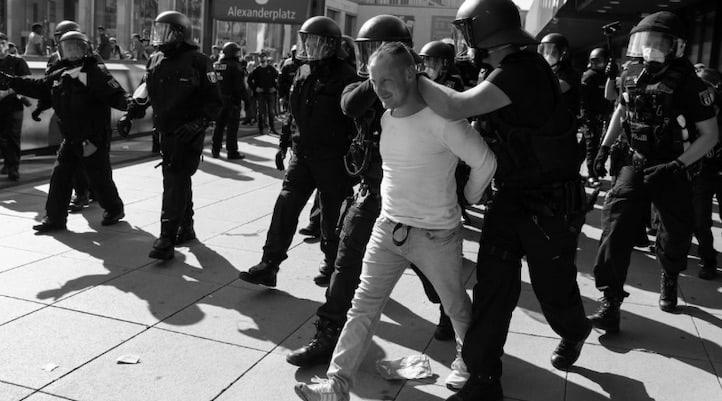 Alman siyasetçiler: Tecrit karşıtı eylemler 'corona' mücadelemizi riske atıyor
