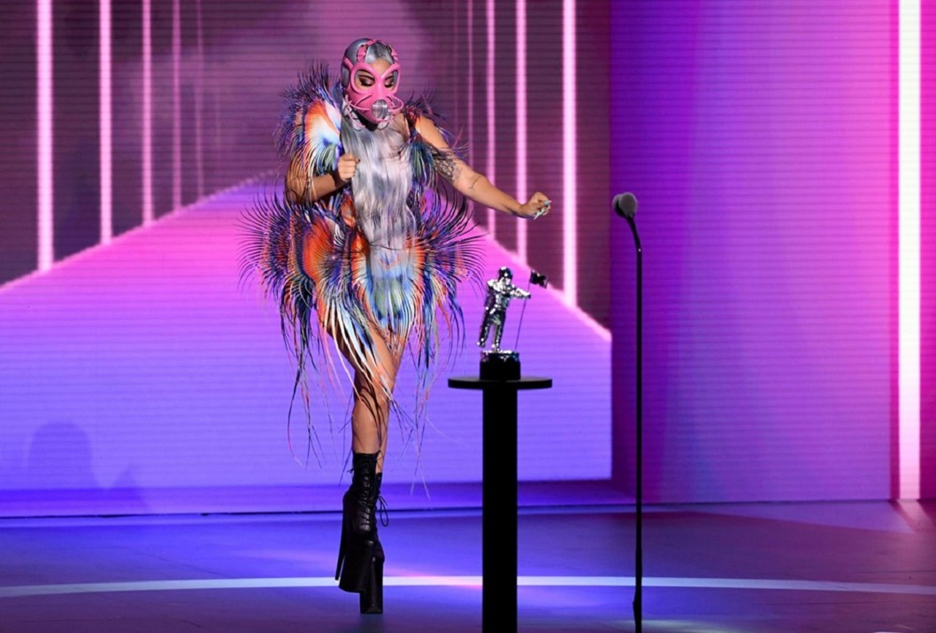 Pandemi gölgesinde MTV Video Müzik Ödülleri: 'Gecenin kazananı Lady Gaga'nın maskeleri'
