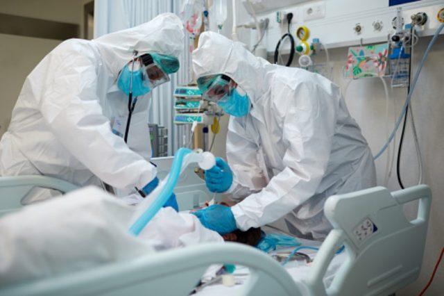 Doktorlara yürürlükte olmayan yasayla COVID-19 tehdidi