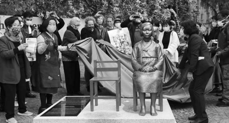 Savaşta zorla genelevlerde çalıştırılan Koreli kadınların anıtı Japonya'nın tepkisini çekti