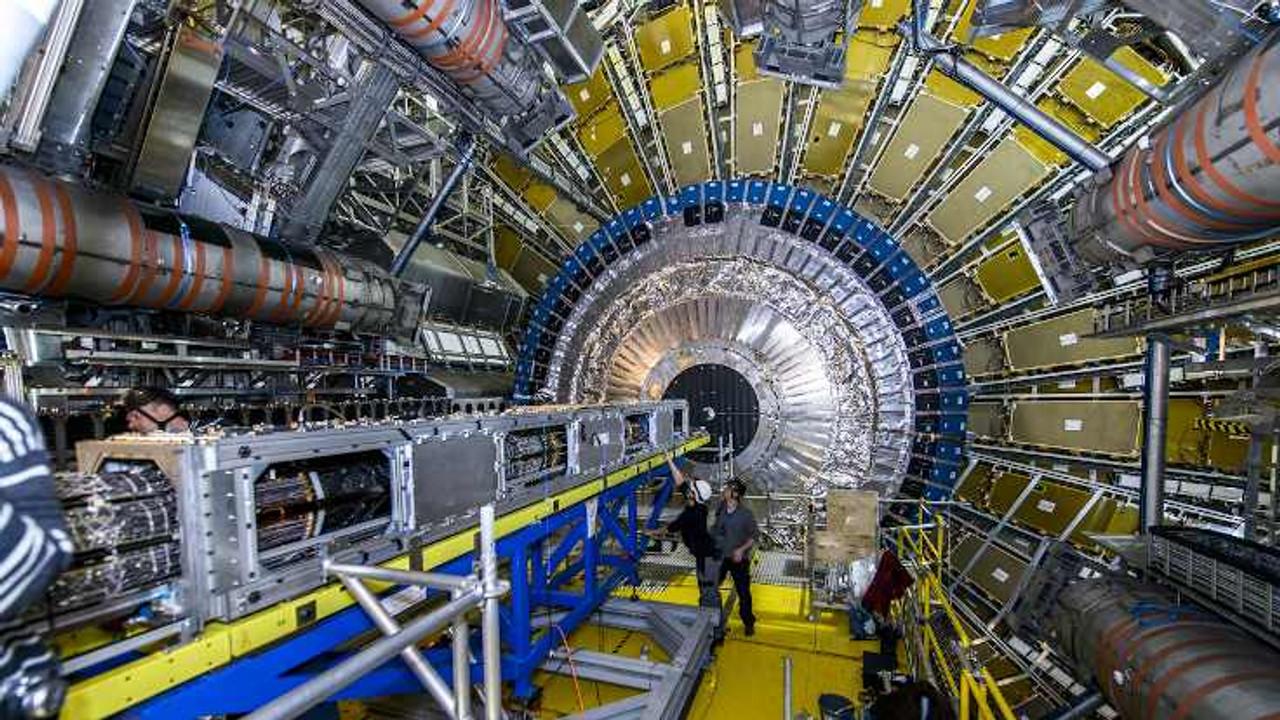 CERN'de en ağır atom altı parçacık gözlendi