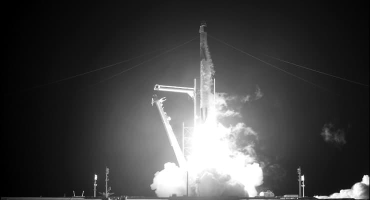 Dört astronotu taşıyan Falcon 9, uzaya fırlatıldı: Altı ay kalacaklar