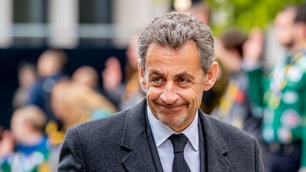 Sarkozy yolsuzluk nedeniyle yargılanıyor