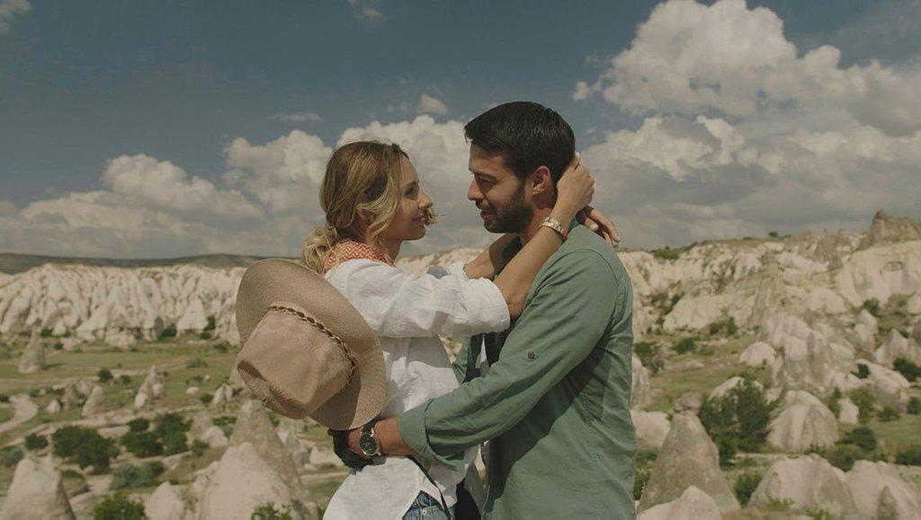 atv'de yayımlanan 'Maria ile Mustafa' dizisi setinde 18 kişi Covid'e yakalandı
